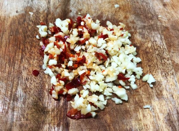 Thêm vài lát thứ quả này, nước chấm chua ngọt thơm, sánh, ăn gì cũng ngon, để lâu dùng dần trong cả tháng - Ảnh 4.