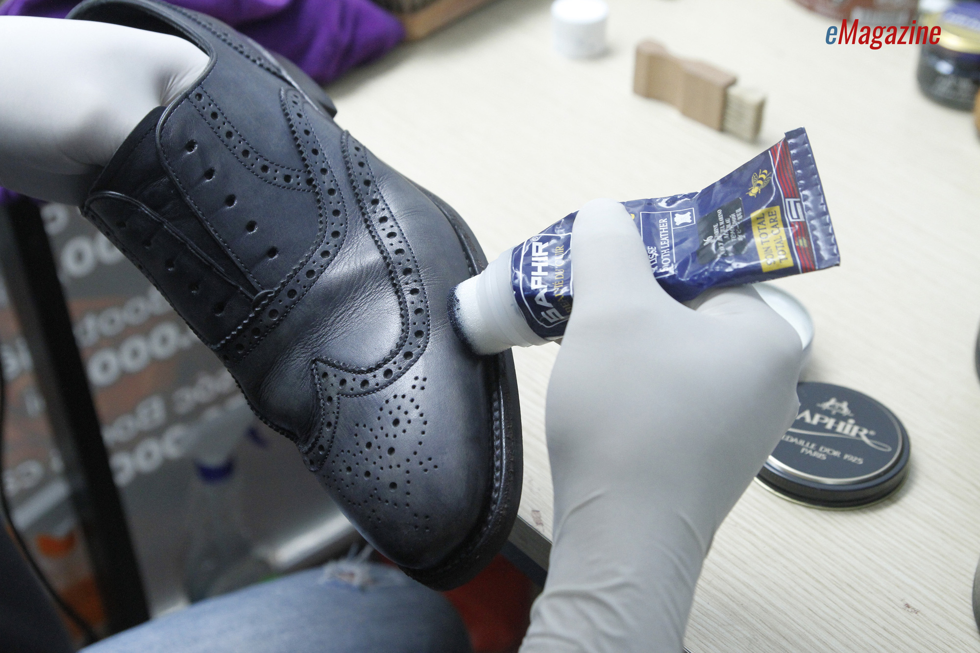 Người đàn ông từ bỏ VTV6 để nâng tầm đánh giày vỉa hè - Ảnh 14.