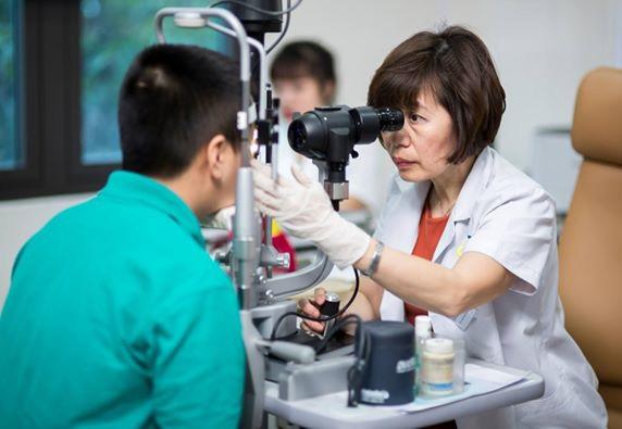 Bệnh khiến nữ MC VTV nguy cơ mắt bị mù vĩnh viễn, nhiều người trẻ gặp vì thói quen vẫn làm mỗi ngày - Ảnh 3.