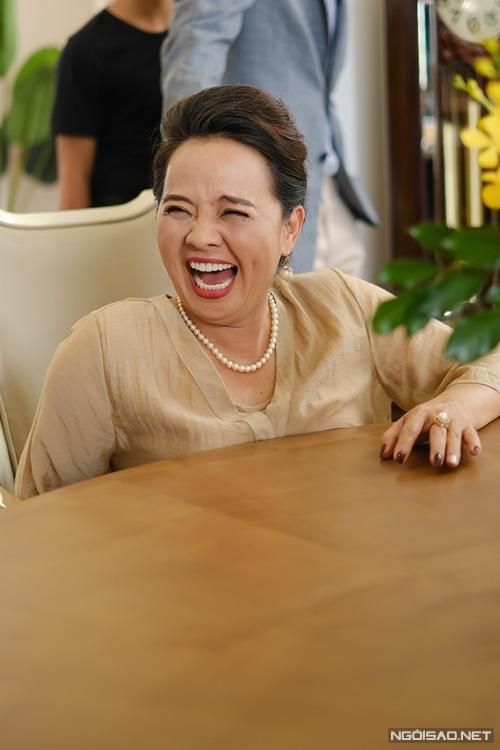 Diễn viên Người đẹp Tây Đô mang tiệm tạp hóa đi quay phim - Ảnh 6.