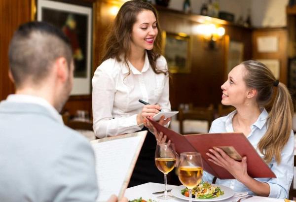 Thực khách cho con đi vệ sinh vào bát ăn của nhà hàng và những nguyên tắc ăn uống lịch sự ở nhà hàng ai cũng nên biết - Ảnh 9.