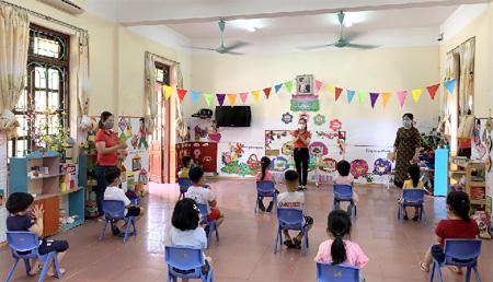 Hà Nội: Quận Tây Hồ tạm dừng hoạt động tại các trường mầm non, Trung tâm ngoại ngữ, kỹ năng sống  - Ảnh 1.
