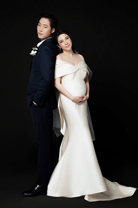 Pha Lê bế bầu chụp ảnh cưới cùng chồng Mỹ gốc Hàn - Ảnh 3.