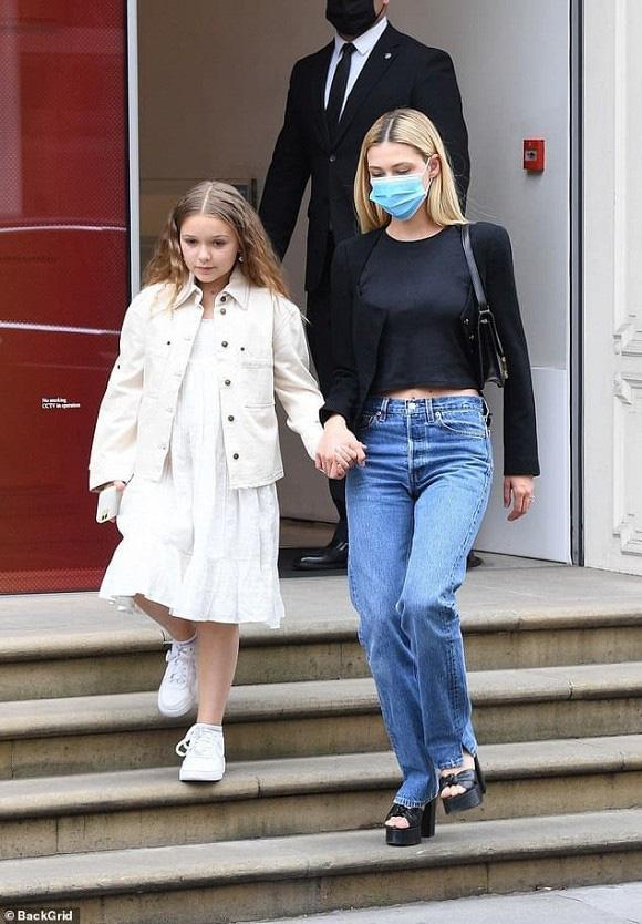 Vẻ ngoài khác lạ của con gái út cựu danh thủ David Beckham - Ảnh 3.