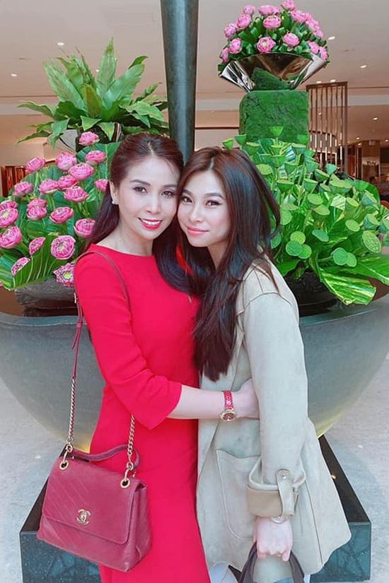 Em gái Lý Hùng cùng con về nước chăm bố - Ảnh 2.
