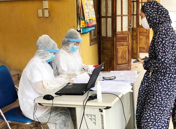 Hối hả đi xét nghiệm COVID-19, người Hà Nội thở phào khi nhận kết quả âm tính - Ảnh 17.