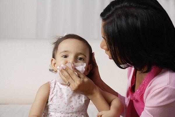 Cha mẹ đang vô tình gây tổn thương thính giác của con hằng ngày bằng những việc làm này mà không biết - Ảnh 1.