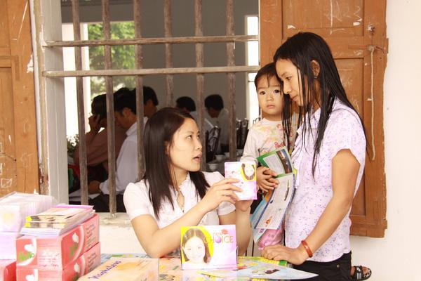 Bình yên trong gia đình: Bảo vệ sức khỏe và quyền của phụ nữ và trẻ em gái - ngay cả trong đại dịch COVID-19 - Ảnh 2.