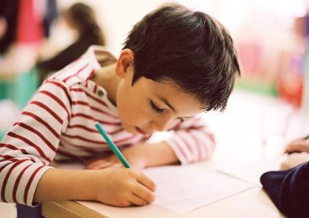 5 dấu hiệu chứng tỏ con bạn thông minh từ tấm bé nhưng cha mẹ thường bỏ qua, còn cho đó phá phách, ngỗ ngược - Ảnh 2.