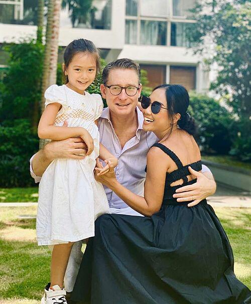 Vợ chồng Đoan Trang cách ly tại nhà - Ảnh 1.