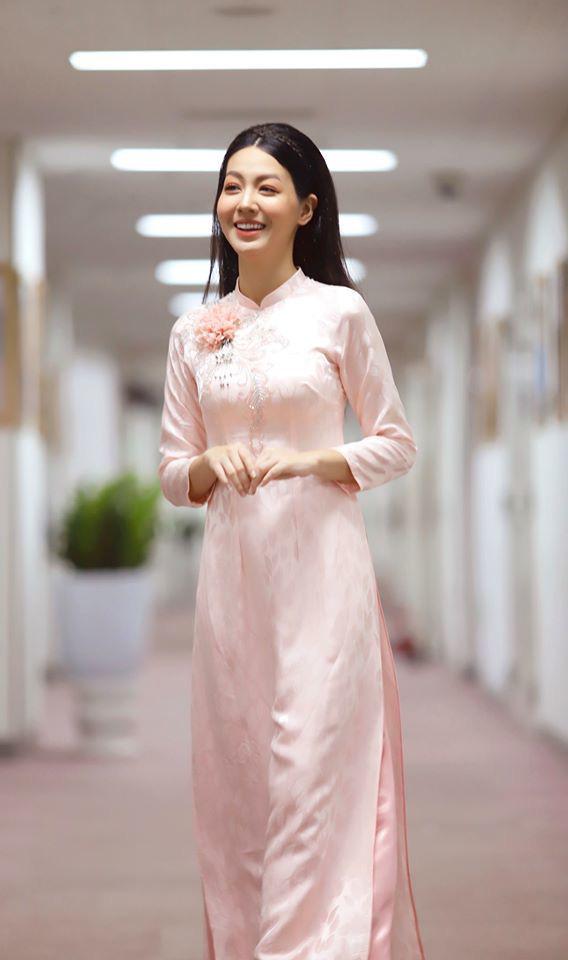 Vẻ xinh đẹp của MC Hồng Nhung Cà phê sáng - Ảnh 4.