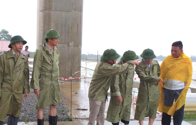 Bão số 2 đã áp sát đất liền, Hà Nội bắt đầu có mưa lớn - Ảnh 4.