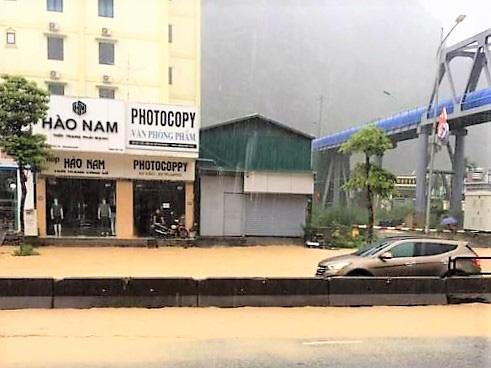 Quảng Ninh: Ảnh hưởng cơn bão số 2, nhiều tuyến đường ngập lụt, kè đất sạt lở làm 1 người thiệt mạng - Ảnh 3.