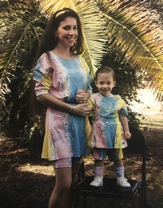 Cặp mẹ con chênh 30 tuổi như chị em sinh đôi - Ảnh 3.