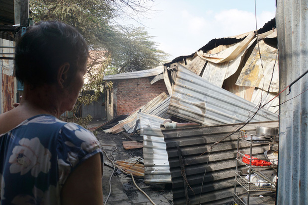 Dãy nhà trọ ở Sài Gòn sụp đổ trong biển lửa, nhiều gia đình nghèo bật khóc vì tài sản bị thiêu rụi - Ảnh 5.