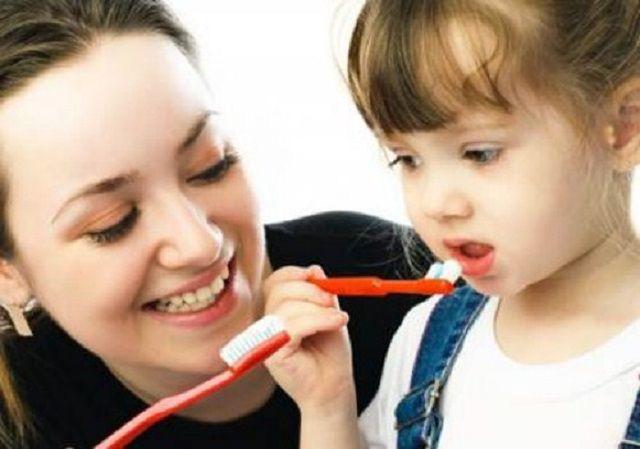 Hiểm họa khôn lường từ việc đánh răng quá kỹ - Ảnh 1.