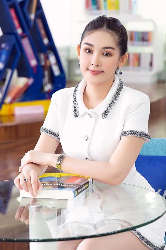 Thời trang làm giảng viên của hoa hậu Ngân Anh - BAAO.VN