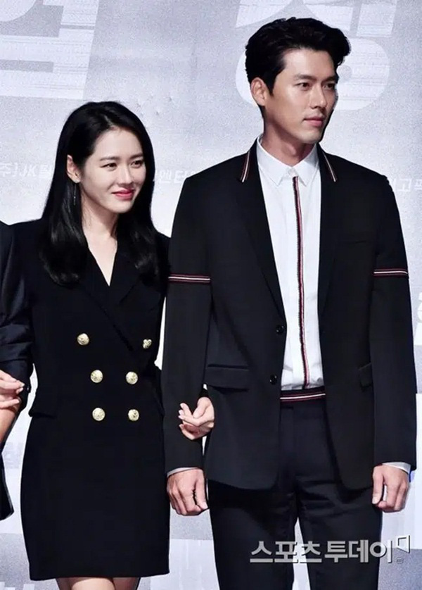 سون یه جین هنگام راه رفتن به سمت هیون بین ، انواع مدل های مو را عوض کرد ، در حالی که به جونگ هه این یا سو جی ساب ، آن را ساده نگه داشت - عکس 3.