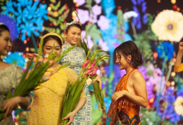 Đón Tết cùng VTV 2021: Văn Mai Hương và Hồ Trung Dũng song ca Tết đón xuân về - Ảnh 3.