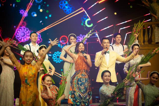 Đón Tết cùng VTV 2021: Văn Mai Hương và Hồ Trung Dũng song ca Tết đón xuân về - Ảnh 8.