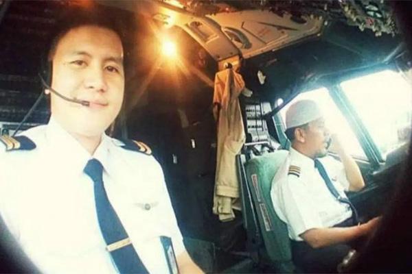 Hành động khác thường của cơ trưởng máy bay bị rơi vào ngày 9/1 tại Indonesia - Ảnh 2.