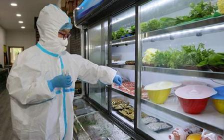 هانوی 100 نمونه غذای یخ زده وارد شده را برای آزمایش SARS-CoV-2 گرفت - عکس 1.