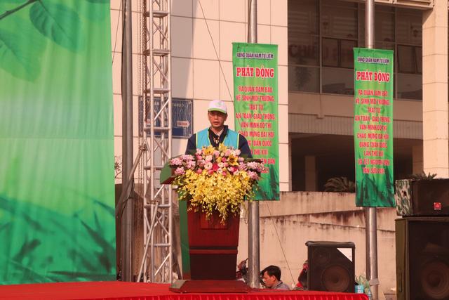 Hàng trăm cán bộ, chiến sĩ, công nhân ra quân bảo vệ môi trường, trật tự ATGT tại quận Nam Từ Liêm (Hà Nội) - Ảnh 3.