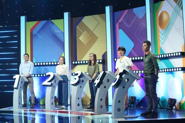 دانشجویی از RMIT هنگام بازی در یک نمایش که توسط Le Duong Bao Lam ترتیب داده شده بود ، رفت - تصویر 1.