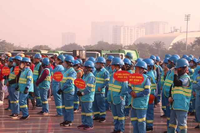 Hàng trăm cán bộ, chiến sĩ, công nhân ra quân bảo vệ môi trường, trật tự ATGT tại quận Nam Từ Liêm (Hà Nội) - Ảnh 4.