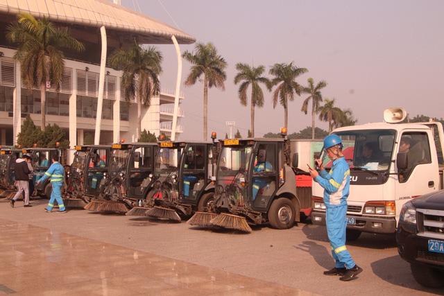 Hàng trăm cán bộ, chiến sĩ, công nhân ra quân bảo vệ môi trường, trật tự ATGT tại quận Nam Từ Liêm (Hà Nội) - Ảnh 5.