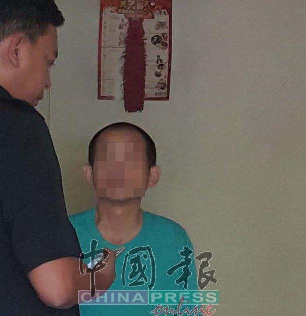 این زن با دیدار عمه بیمار خود ، که توسط پسر عمویش متوقف شد ، پیش بینی کرد که مشکلی پیش آمده است ، بنابراین او این موضوع را به پلیس گزارش داد و سپس شاهد صحنه وحشتناک آن بود - عکس 1.