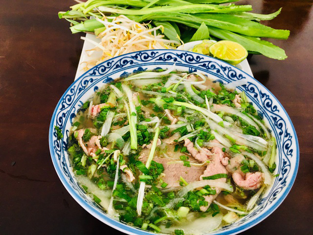 میخانه ها ، رستوران های خوش طعم نقره ای در اوایل سال جاری ماکارونی را برای ده ها میلیون دانگ در جیب خود می فروشند - عکس 3