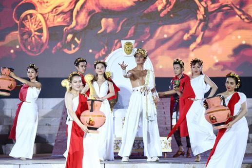 Hàng nghìn người bùng nổ trong Đại nhạc hội New Year countdown 2021 Nam Phú Quốc - Ảnh 3.