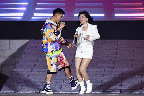 Hàng nghìn người bùng nổ trong Đại nhạc hội New Year countdown 2021 Nam Phú Quốc - Ảnh 8.