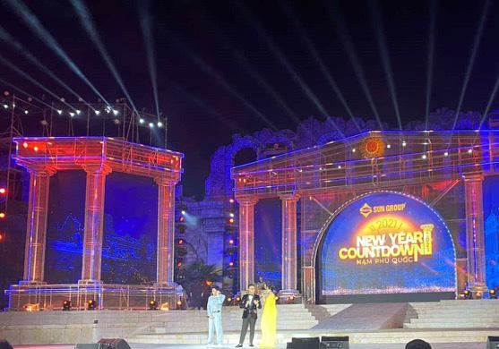 Hàng nghìn người bùng nổ trong Đại nhạc hội New Year countdown 2021 Nam Phú Quốc - Ảnh 9.