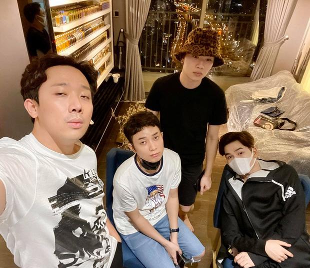 """Choáng với căn phòng ngập nước hoa """"xa xỉ"""" của MC Trấn Thành - Hari Won - Ảnh 3."""
