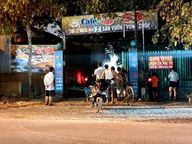 Thanh niên ôm bình gas, can xăng la hét doạ chết trong quán cà phê - Ảnh 2.