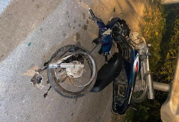 برخورد شدید موتورسیکلت با وانت منجر به کشته شدن 2 نفر شد - عکس 1.