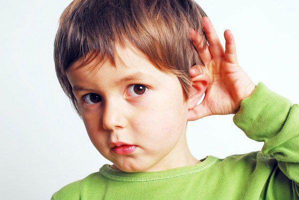 Đưa con nói ngọng đi khám, cha mẹ bàng hàng khi nghe bác sỹ kết luận - Ảnh 1.