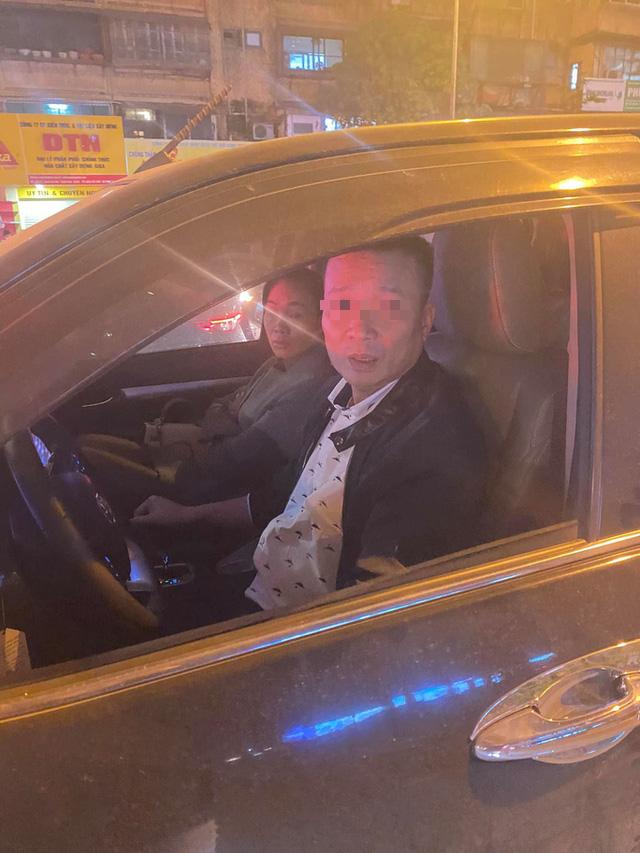 راننده را وادار کنید تا به مردم بخاطر یادآوری متوقف شود که انتظار طولانی مدت چراغ قرمز را متوقف کنند - تصویر 1