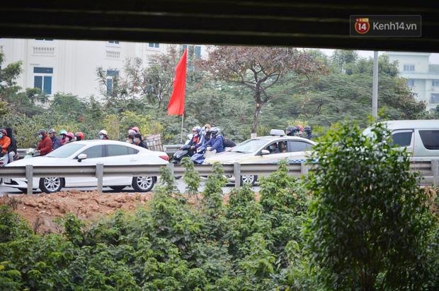 درب ورودی هانوی وحشتناک است ، هزاران وسیله نقلیه پس از تعطیلات سال نو به شهر باز می گردند - عکس 4.