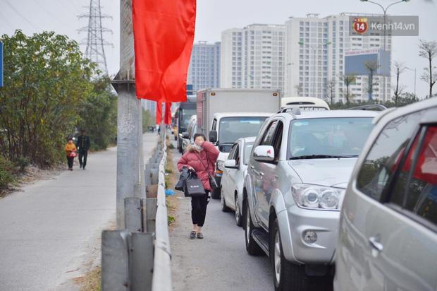 درب ورودی هانوی وحشتناک است ، هزاران وسیله نقلیه پس از تعطیلات سال نو به شهر باز می گردند - عکس 6.
