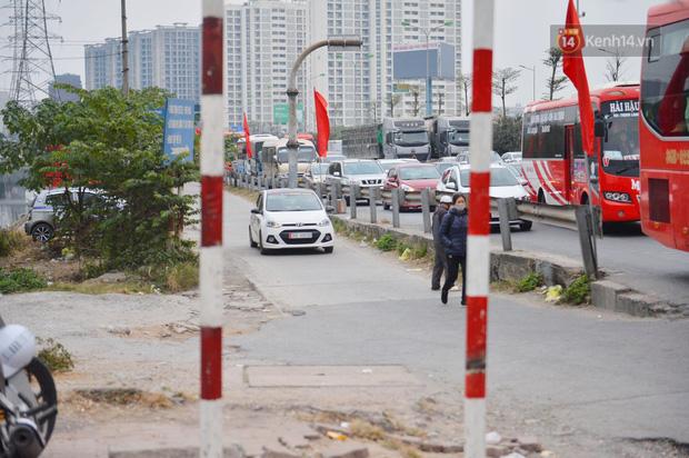 درب ورودی هانوی وحشتناک است ، هزاران وسیله نقلیه پس از تعطیلات سال نو به شهر باز می گردند - عکس 8.