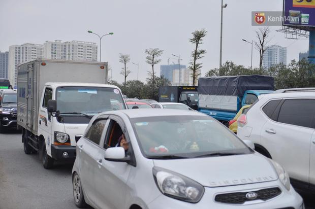 درب ورودی هانوی وحشتناک است ، هزاران وسیله نقلیه پس از تعطیلات سال نو به شهر باز می گردند - عکس 9.