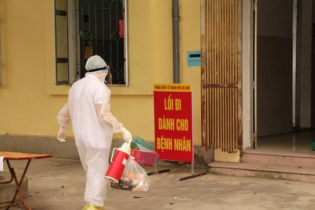 Bên trong khu điều trị cách ly tại Bệnh viện dã chiến Chí Linh - Ảnh 14.
