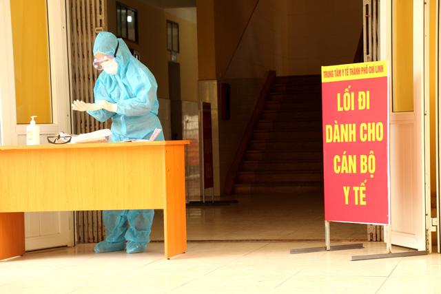 Bên trong khu điều trị cách ly tại Bệnh viện dã chiến Chí Linh - Ảnh 5.