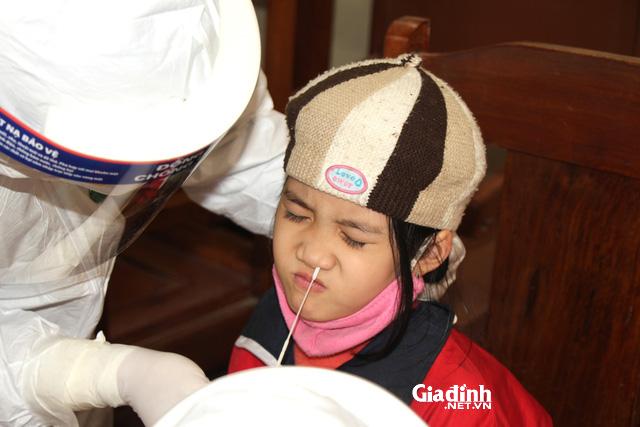 Sơ bộ lịch trình gia đình 6 người ở Hà Nội mắc COVID-19: Đi hội chợ, văn nghệ, đi đền... - Ảnh 2.