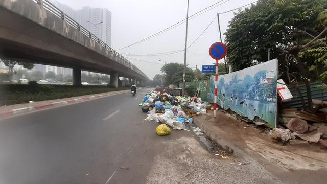 صدها کارگر هانوی مجبور شدند سال نو را برای پاکسازی بیش از 300 تن زباله از دست بدهند - عکس 2.