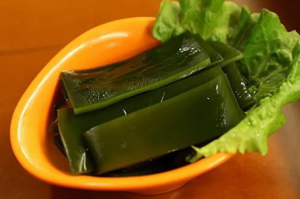 علاوه بر ماهی ، به لطف این سبزی ماندگاری که به عنوان یک غذای فوق العاده شناخته می شود ، طول عمر ژاپن نیز بهبود می یابد - عکس 1.