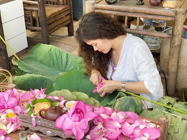 باغ گل غول پیکر در تراس خانمی از هانوی - تصویر 2.